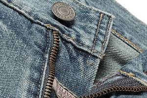what to wear with light wash jeans, light wash jeans, mens style