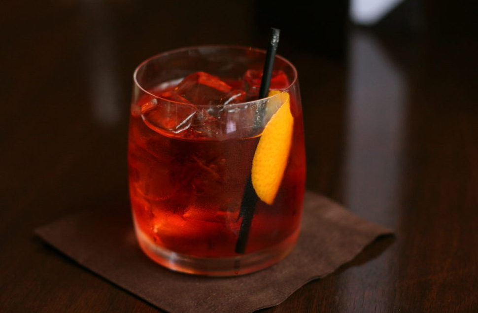 what your drink says about you, gentleman's drink, drinking guide, drinking habits of stylish men, approaching women at a bar, bartender advice
