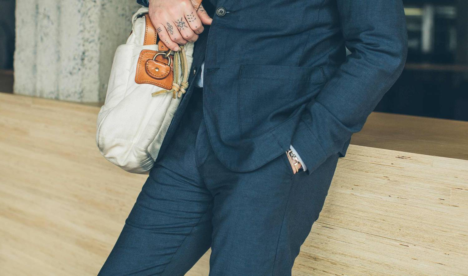 summer men's style, men's summer style, summer style, style upgrade, statement pieces, female perspective, impress women, men's fashion, menswear, summer wardrobe, weekend style, taylor stitch, taylor stitch trousers, navy trousers, linen blend trousers, navy pants