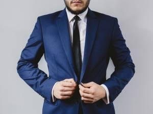 navy blazer, blazer, men's wardrobe essentials, wardrobe essentials, men's style, men's fashion, menswear