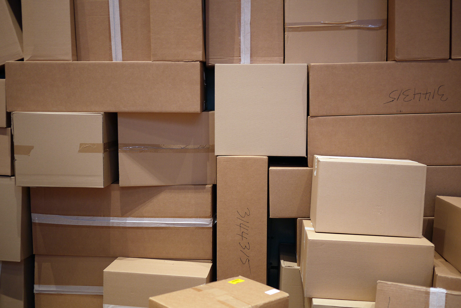 picture of pile of boxes