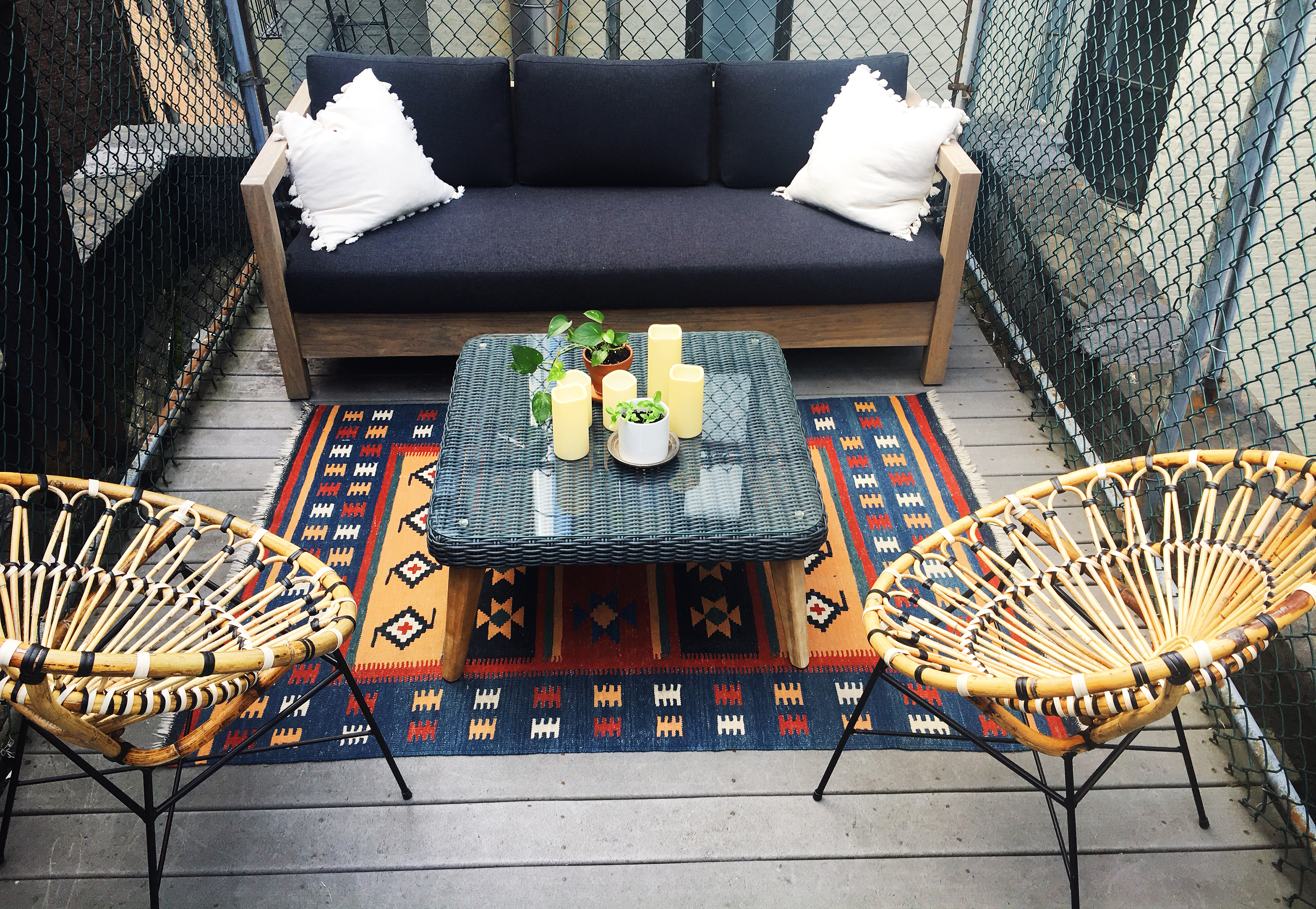 small outdoor space entertaining