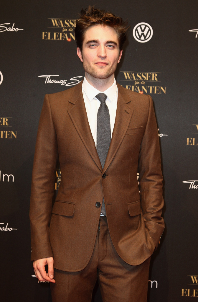 how to wear a brown suit